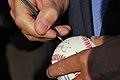 Premier Donald Tusk podpisał młodym baseballistom piłkę (6169382179).jpg