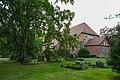 Prerow Seemannskirche Kirchhof 01.jpg