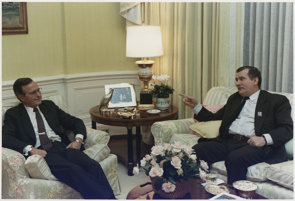 President Bush meets privately with Solidarity Leader Lech Walesa of Poland in the residence - NARA - 186403