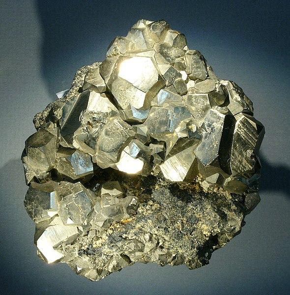 Archivo:Pyrite-elba hg.jpg