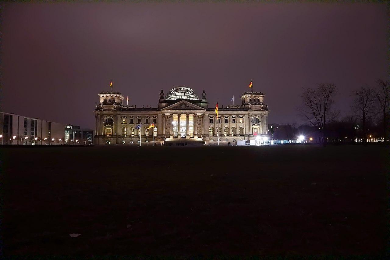 Reichstag nachts, Berlin.jpg