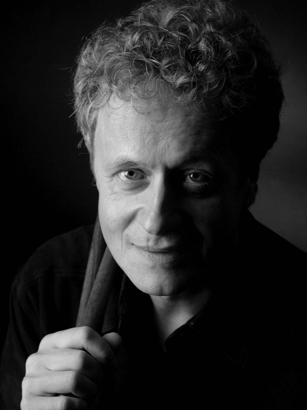 Reinhard Flatischer Portrait sw.jpg