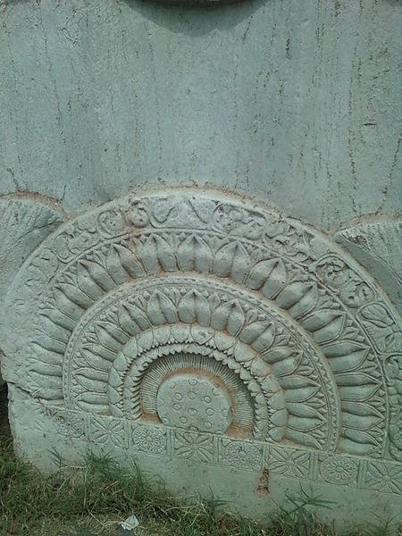 File:Remnants of Stupa at amaravati 02.jpg
