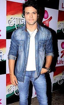 Rithvik Dhanjani on the set of Life Ok's special show 'Azaadi'.jpg