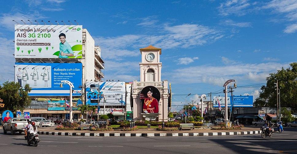 Rotonda Surin, Phuket, Tailandia, 2013-08-19, DD 01
