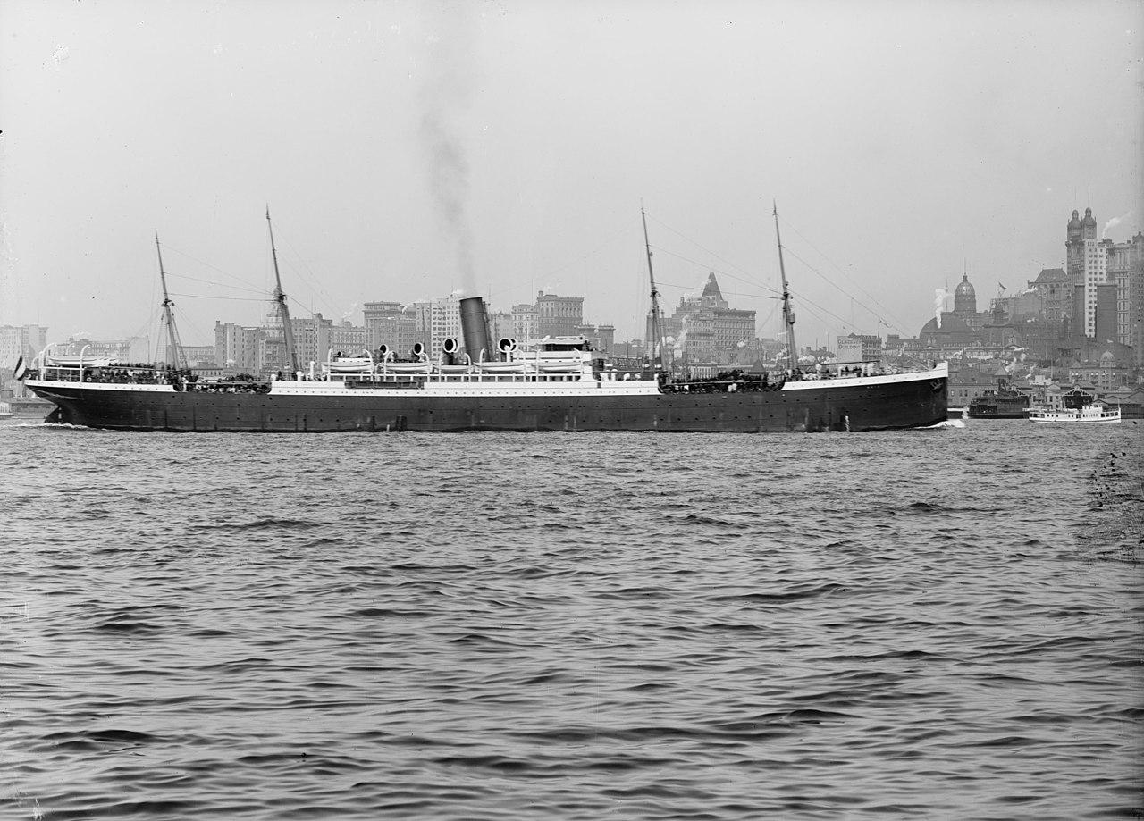 SS Main, barco dañado en el incendio.