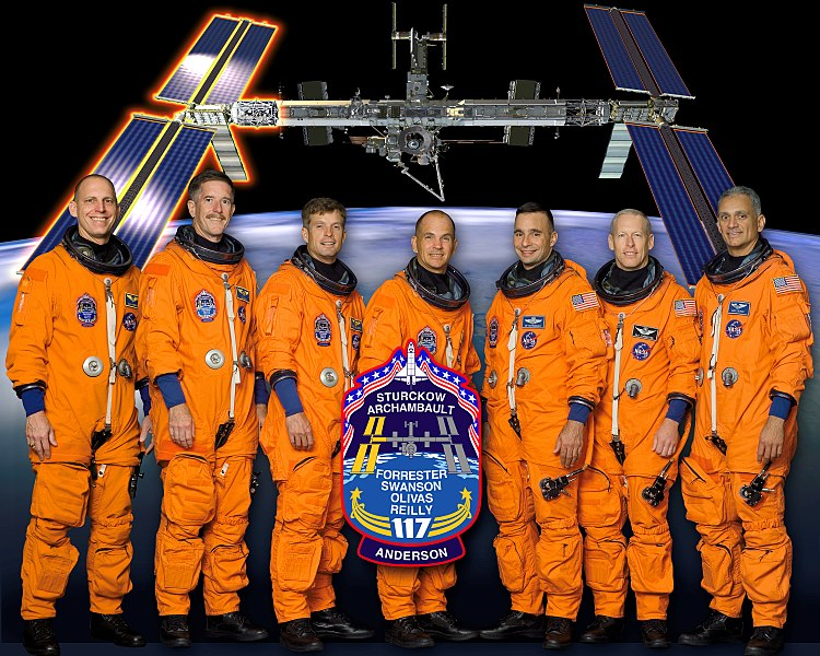 File:STS-117 new crew photo.jpg