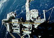 STS-49 ASEM manipulation