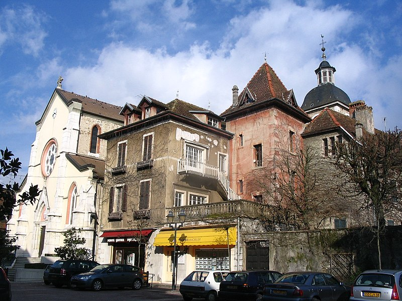 File:Saint-Genix-sur-Guiers - Place de l'Eglise.jpg