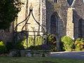 Saint-Jean-Brévelay - puits église.JPG
