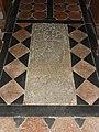 Saint-Léonard-des-Bois (Sarthe) église, pierre tombale 02.jpg