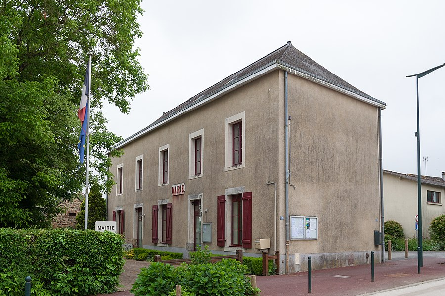 Town hall of Saint-Poix.