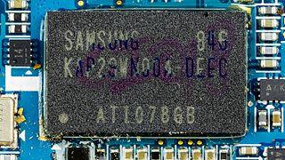 Samsung SGH-D880 - Samsung KAP29WN00A-DEEC on motherboard-9726.jpg