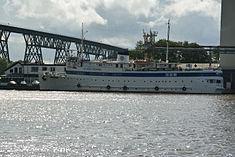 Schleswig-Holstein, Hochdonn, Fähranleger am N-O-Kanal; das Motorschiff Brahe lag dort als Hotelschiff für Wacken Open Air 2015 NIK 5371.jpg