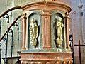 Sculptures de la chaire de l'église de Pesmes.jpg