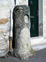 Senlis est une ville historique dans Oise 150px-Senlis_%28Oise%29%2C_vieille_borne_rue_du_faubourg_Saint-Martin