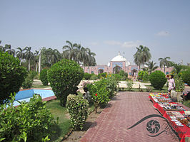 Shah Jahan Mosque outside.jpg