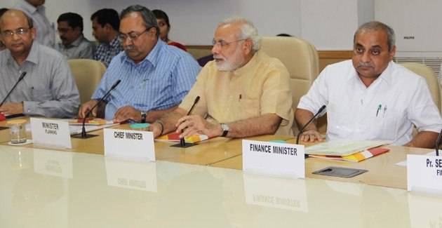 Shri Modi at Planning Commission Meet in New Delhi (9123711411)