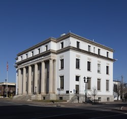Side and front view. Federal Building and U.S. Courthouse, Dothan, Alabama LCCN2016645803.tif