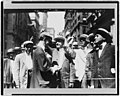 Signalling to offices, curb market, New York City LCCN97517154.jpg