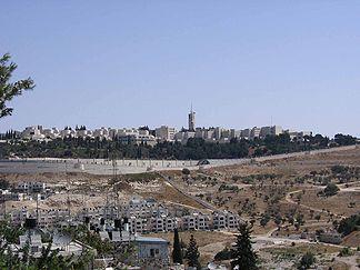 Der Skopusberg mit der Hebräischen Universität von Südwesten aus gesehen