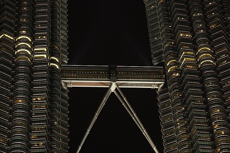 File:Skybridge petronas twin towers kl.jpg