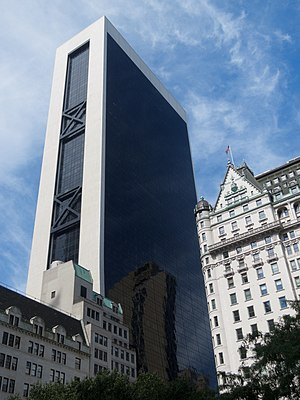 Solow Building - The Solow Building from 5th Avenue and 59th Street