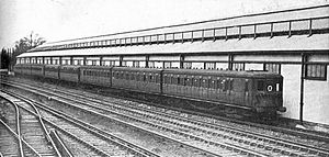 South Eastern main line - Electric multiple units at Orpington, 1928. Two 3-car units sandwich a 2-car trailer set.