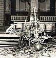 St-Servaaskerk Maastricht, omlaag gestorte kroonluchter bij brand 1955.jpg