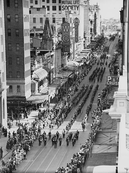 File:StateLibQld 1 113996 Anzac Day procession in Queen Street, Brisbane, 1936.jpg