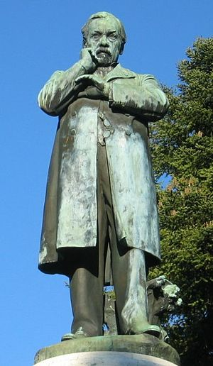Français : Statue de Louis Pasteur à Dole dans...