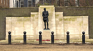 Statue of the Earl Kitchener, London - The statue in 2015