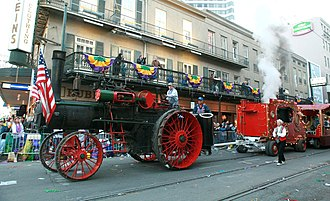 Calliope (music) - Fairground calliope trailer being hauled by a U.S.-built traction engine – New Orleans Mardi Gras 2007