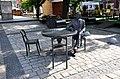 Stefan rowiński - ławeczka na rynku w ostrowie.jpg