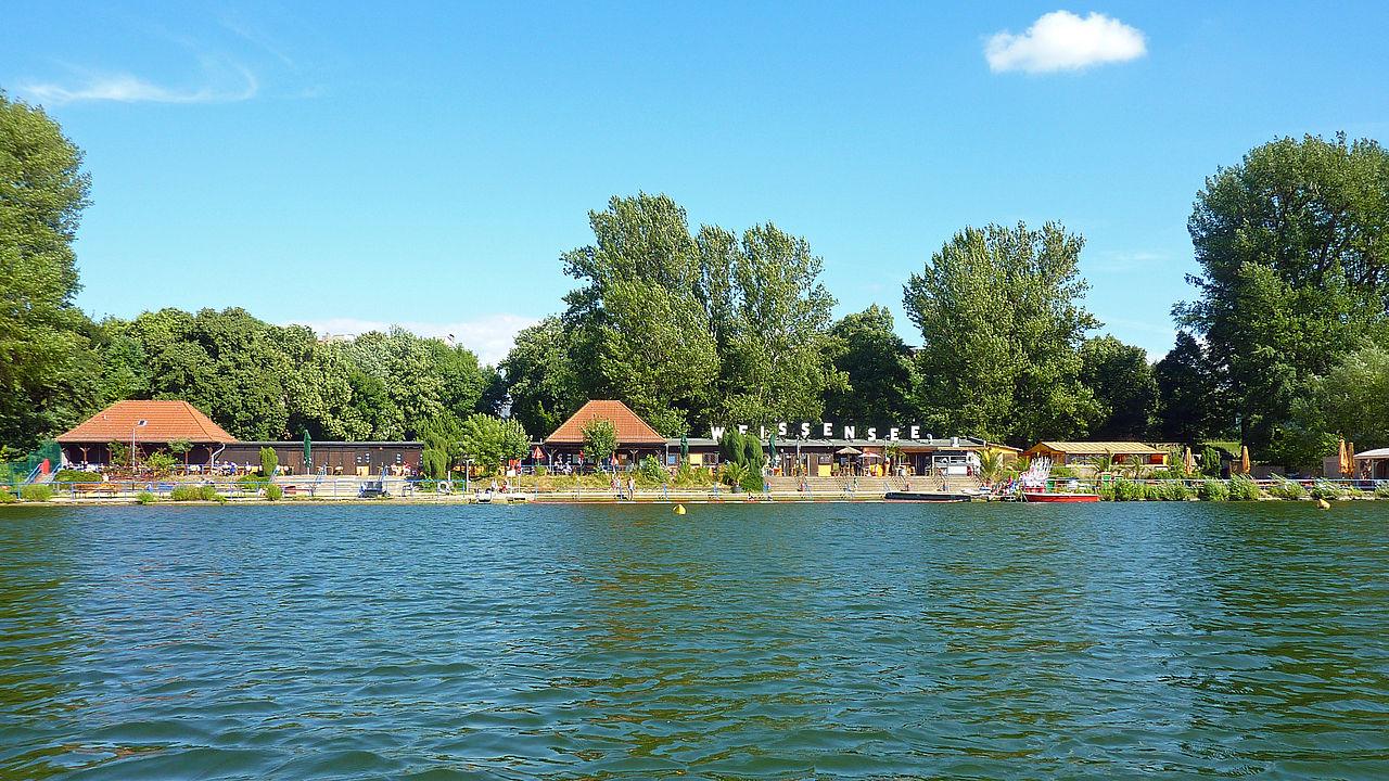 File:Strandbad Berlin-Weissensee Totale 2013-Juli 1401
