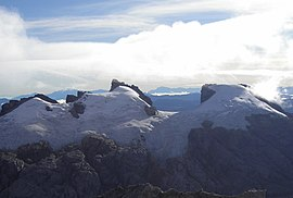 Sumantri (center) with Ngga Pulu (right) from Carstensz Summit by Christian Stangl flickr.jpg
