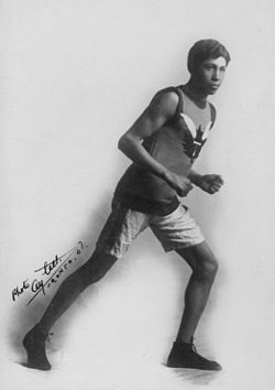 T Longboat, the Canadian runner Running (HS85-10-18315).jpg