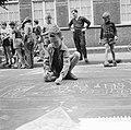 Tekenen op asphalt in de Roggeveenstraat in Amsterdam, Bestanddeelnr 910-5678.jpg