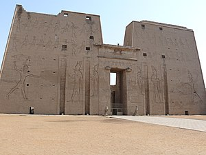 Temple of Edfu - Image: Temple of Edfu 02