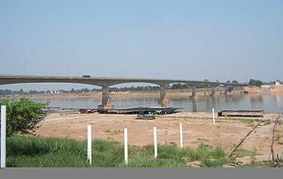Thai-Lao-Freundschaftsbrücke über den Mekong mit Blick auf Laos