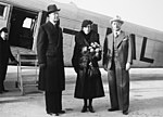 The Crown Prince couple Prince Gustaf Adolf, Princess Lousie and Carl Florman 1941-03-18 at Bromma Airport.jpg