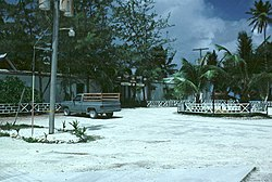 The dinin aurie for officers in the Diego Garcia Naval Support Facility in 1982.  Aw o the unpaved roads present on the island are made o white crushed coral as can be seen here.