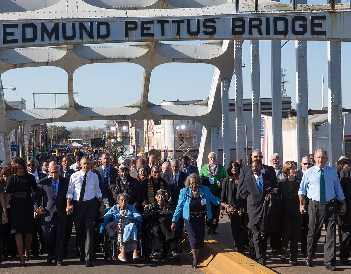 The Obamas and the Bushes continue across the bridge (cropped to Obama and Bush couples).jpg