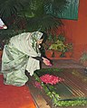 The President, Smt. Pratibha Devisingh Patil paying floral tributes at the memorial of former Prime Minister, Late Smt. Indira Gandhi on the occasion of her 90th birth anniversary in New Delhi on November 19, 2007.jpg
