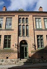 Fil:Theologicum (numera Archaeologicum), Lund, huvudingång.jpg