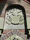 tjamsweer - grafkelder alberda van ekenstein - wapen boven ingang