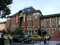 Tokyo-eki-marunouchi-2004-04-22.jpg