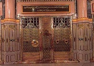 Umar - Tombstone of caliph Umar, in Al-Masjid al-Nabawi, Medina. The first window from the right gives a view of Umar's grave.