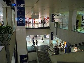 Tour Montparnasse - Image: Tour Montparnasse Shopping Arcade 2010