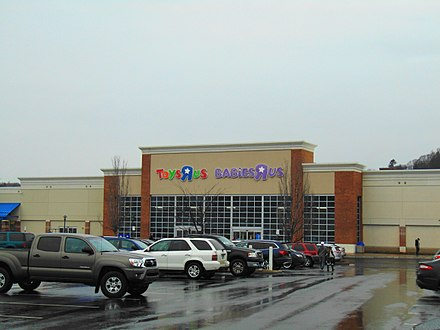 "A Toys ""R"" Us/Babies ""R"" Us combined location in Waterbury, Connecticut, February 2018. Toys R Us, Waterbury, CT.jpg"